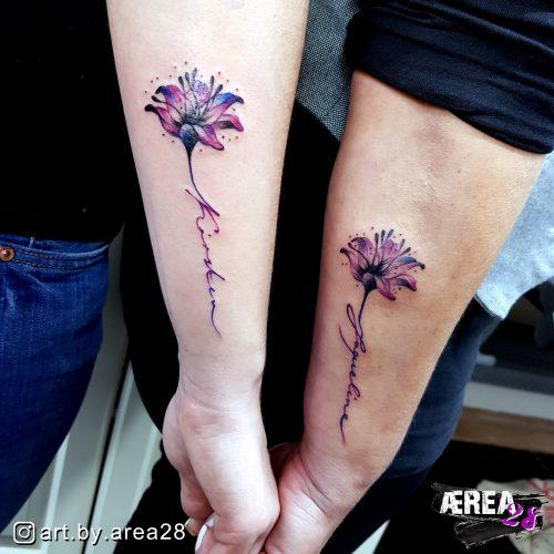 Mutter_Tochter_Blumentattoo_Partner_arm_Tattoo