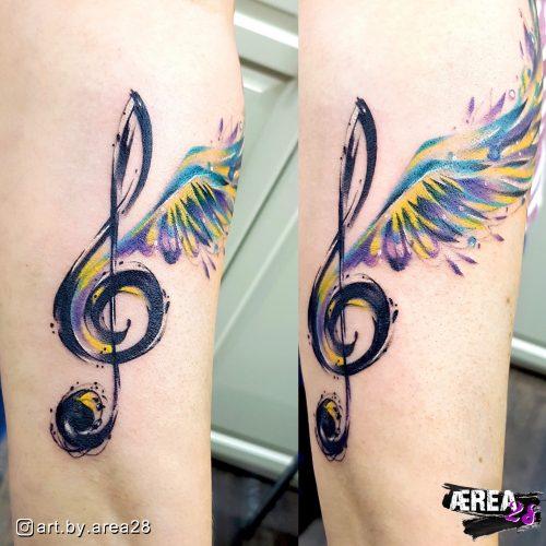 Notenschlüssel_mit_Flügeln_Arm_Tattoo